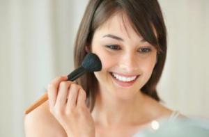 Деловой макияж: как правильно расставить цветные акценты