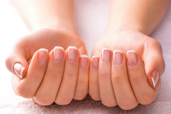 Почему отслаиваются ногти?