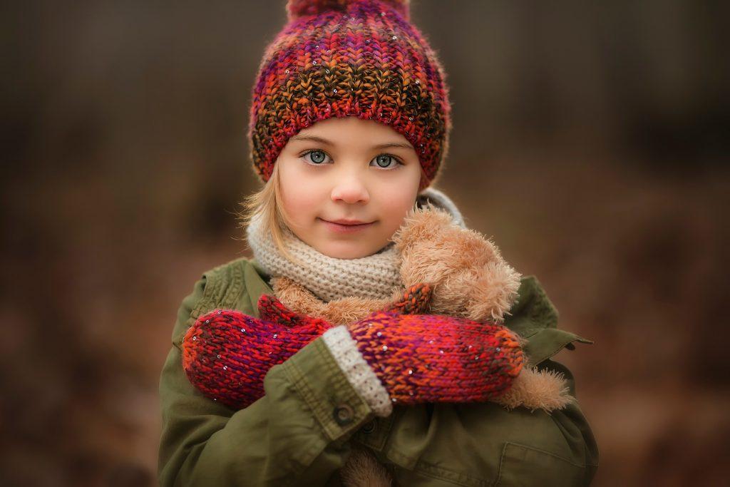 Как выбрать зимнюю шапку для девочки