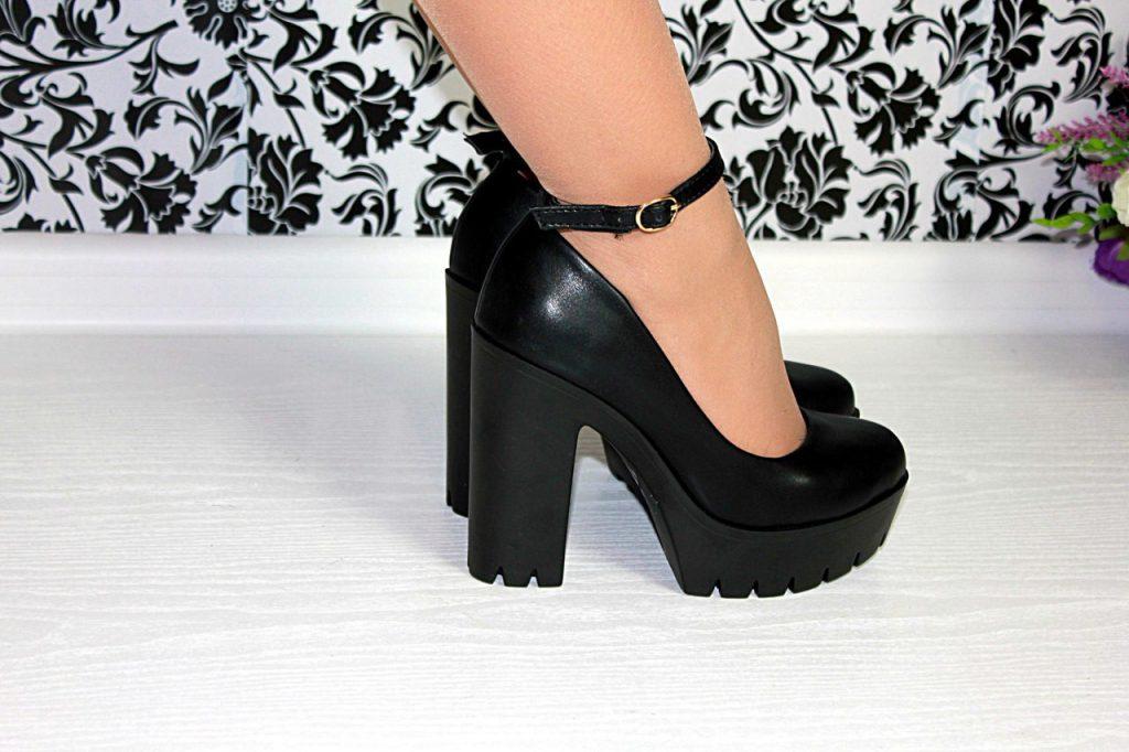 Что в моде этим летом: туфли на толстом каблуке или на платформе?