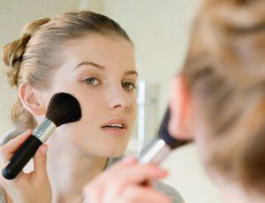 Как скрыть недостатки проблемной кожи