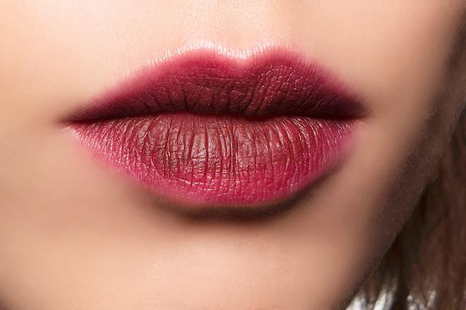 Бьюти-тренд: эффект зацелованных губ