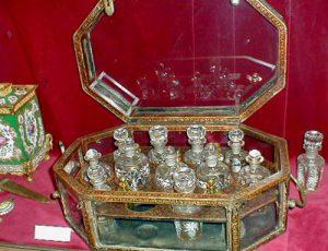 Парфюмерные путешествия во времени: Жизнь парфюмера в разрезе веков