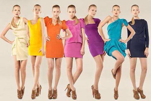 Как правильно носить яркую одежду