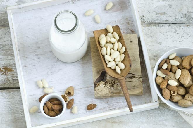 Как самим приготовить миндальное молоко?