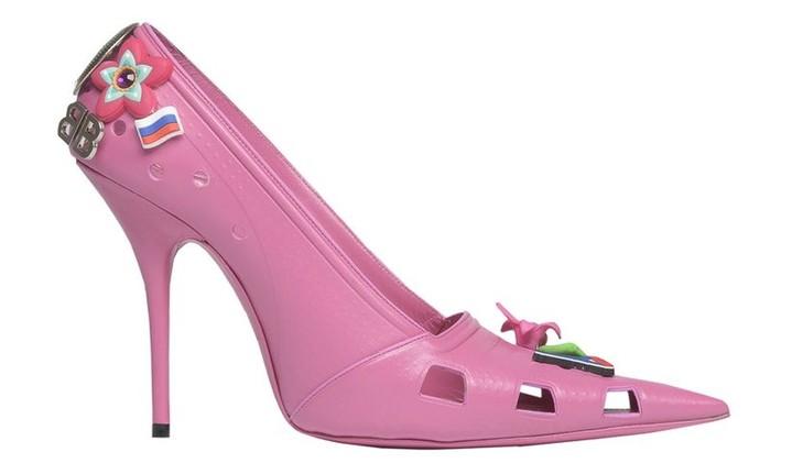 Balenciaga выпустили кроксы на каблуке