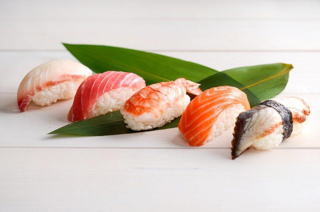 Суши. Вы пьете саке с суши и совершаете серьезный грех суши этикета?