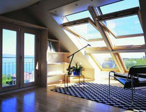 Несколько советов по правильному выбору и уходу за деревянными мансардными окнами