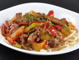 Лагман из свинины, кабачка и спагетти — по-домашнему