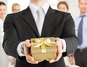 Деловые сувениры, или как поздравить дорогих женщин