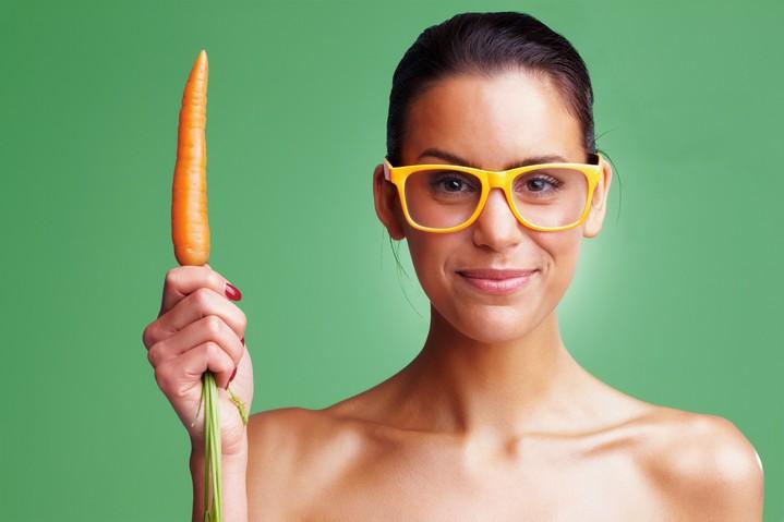 5 мифов о зрении: офтальмолог о народной медицине