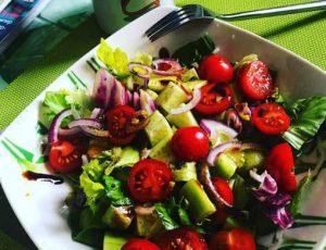 Рецепт малокалорийного огуречного салата с брынзой для диетического меню