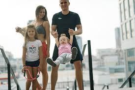 Спорт по-семейному: как привлечь семью к совместным занятиям?