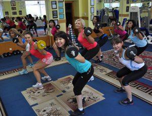 Не бойтесь взять в руки штангу! Тренировка HOT IRON — сжигает жир и укрепляет мышцы