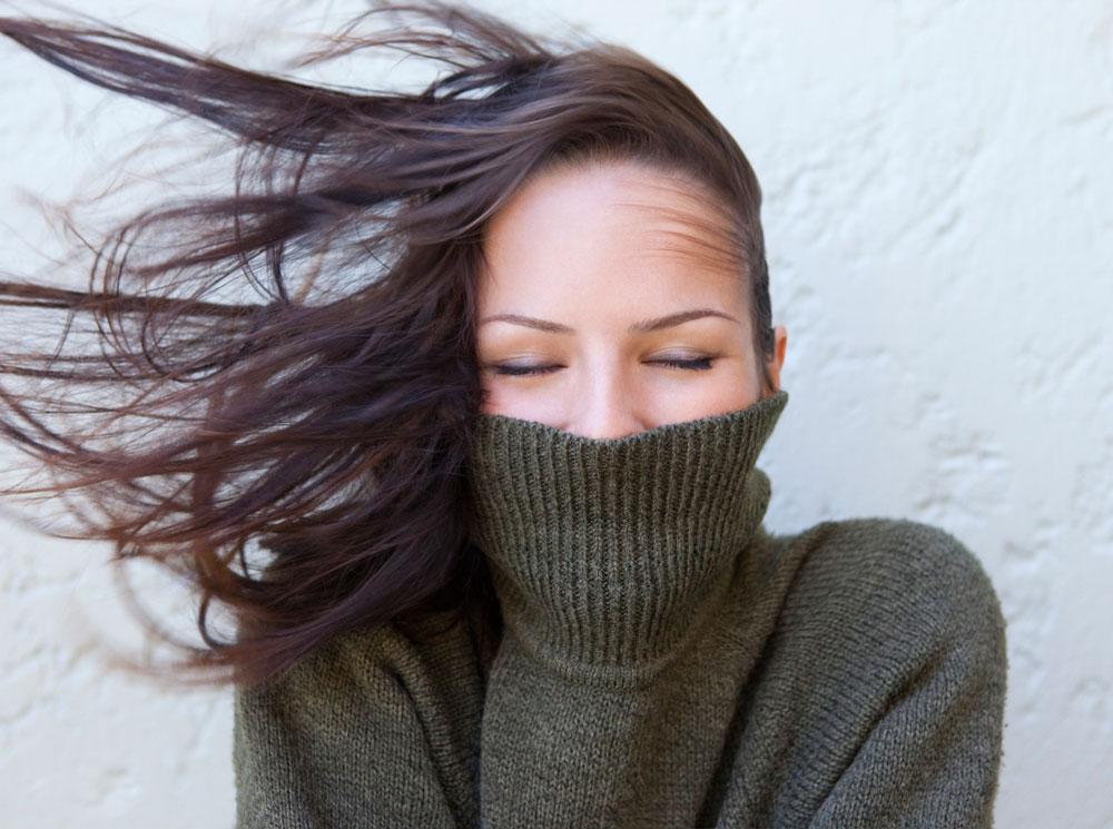 Как не навредить волосам этой зимой