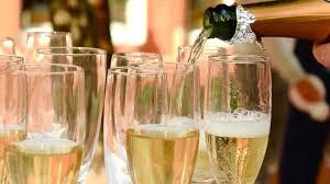 Все началось с бокала шампанского