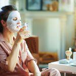 Стоит ли во время пандемии коронавируса пить больше воды?