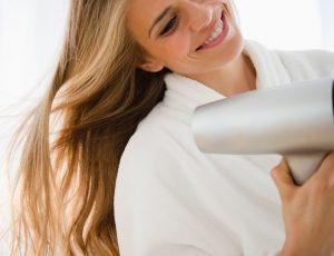 Все наоборот: как на самом деле следует сушить волосы (не поверите)