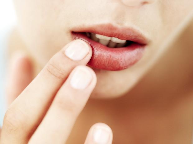 Полный гид по уходу за кожей губ: правила, советы и частые ошибки
