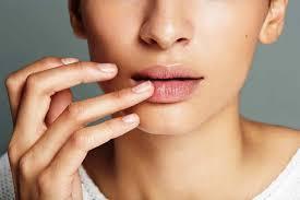 Как правильно ухаживать за сухими губами