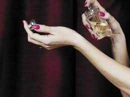 Как выбрать духи в подарок женщине