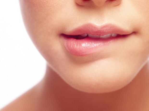 6 причин, почему питательные бальзамы для губ еще больше сушат кожу