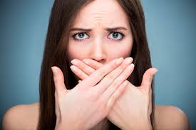 6 причин плохого запаха изо рта (и как от него избавиться)