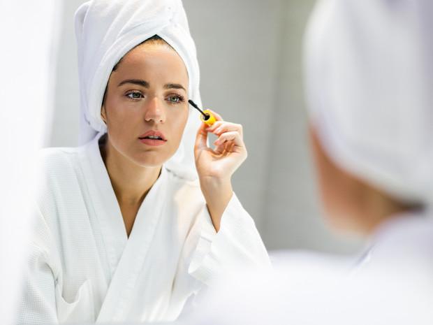 Опасная красота: как косметика может навредить вашим глазам