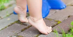 Почему ребенок ходит на цыпочках: советы остеопата