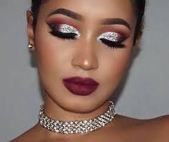 «Стеклянные» smoky eyes: как повторить самый модный макияж этой зимы