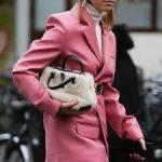Пиджак цвета клубничного суфле — тренд сезона