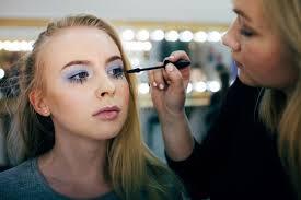 Тренд на макияж в стиле 90-х
