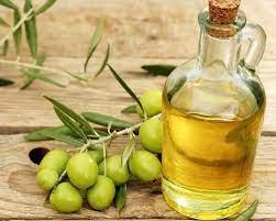 В чем польза оливкового масла и как его использовать в уходе за собой