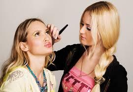 На лице написано: что макияж может рассказать о вашем характере