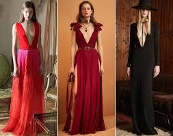 Платья с V-образным вырезом — нежный и провокационный тренд