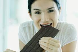 Сладкая радость: шоколад во время климакса можно есть утром, доказали ученые