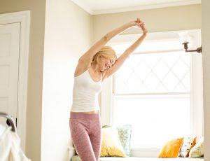 Утренняя зарядка, которая поможет вам сбросить вес и взбодриться (достаточно всего пяти минут)